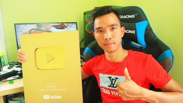 Video ăn cua và tôm Alaska đạt hơn 22 triệu lượt xem của YouTuber Phương Hữu Dưỡng lọt top 10 video nổi bật nhất trên Youtube Việt Nam năm 2019 - Ảnh 2.