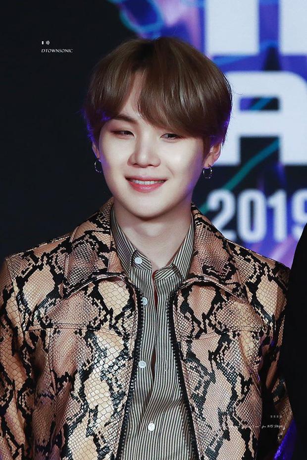 Choáng với bố mẹ của ông hoàng toàn cầu BTS: Ai cũng đẹp xuất sắc, mẹ Jin đi thi Hoa hậu, bố là CEO - Ảnh 21.