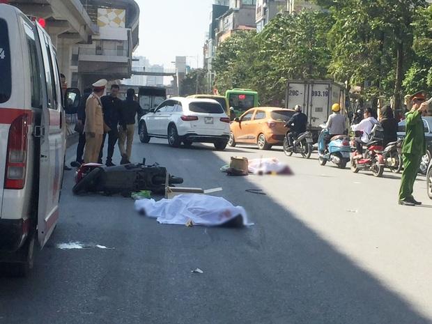 Hà Nội: Xe tải chở hàng va chạm với xe máy, hai người tử vong thương tâm - Ảnh 1.