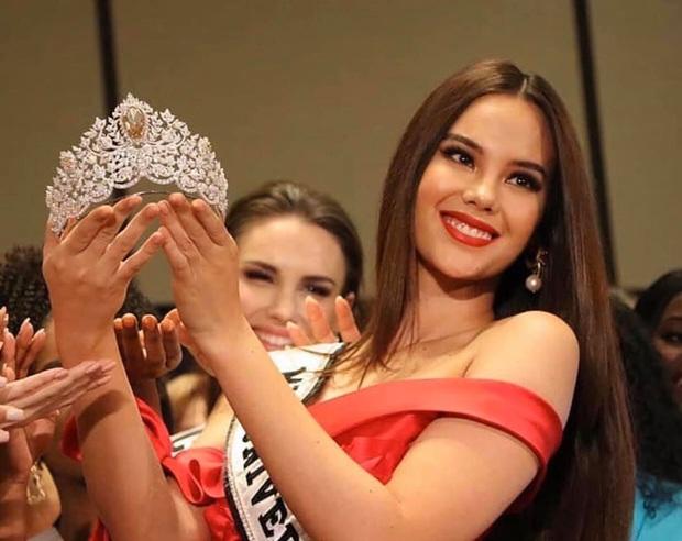 Chính thức lộ diện vương miện khủng 116 tỷ của Miss Universe 2019: Hoàng Thùy liệu có thể mang về Việt Nam? - Ảnh 2.
