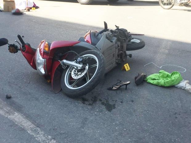 Hà Nội: Xe tải chở hàng va chạm với xe máy, hai người tử vong thương tâm - Ảnh 2.