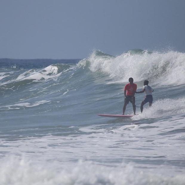 Bỏ HCV SEA Games 30 để xả thân cứu đối thủ gặp nạn, VĐV lướt ván Philippines được fan tung hô hết lời: Đây mới đúng là tinh thần thể thao! - Ảnh 1.