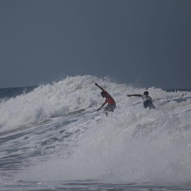 Bỏ HCV SEA Games 30 để xả thân cứu đối thủ gặp nạn, VĐV lướt ván Philippines được fan tung hô hết lời: Đây mới đúng là tinh thần thể thao! - Ảnh 2.