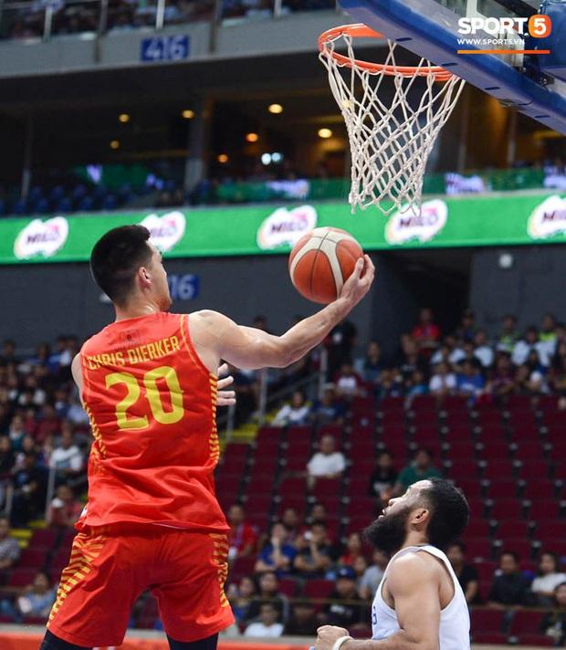 Bất lợi quá lớn về mặt thể hình, đội tuyển bóng rổ Việt Nam nhận thất bại với tỉ số đậm trước chủ nhà Philippines - Ảnh 3.