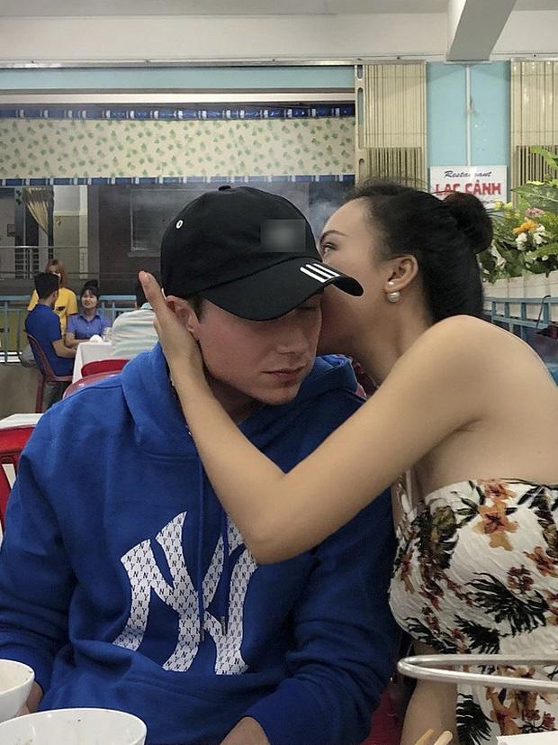 MC Hoàng Oanh và chồng Tây ngọt ngào hết mức, ôm hôn cực tình ở quán ăn trong tuần trăng mật tại Nha Trang - Ảnh 1.