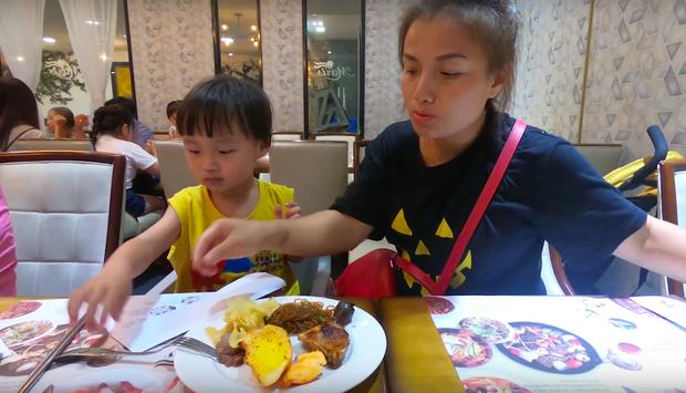 Quỳnh Trần JP tiết lộ mẹo nhỏ để đi ăn buffet được hời nhất, vừa dứt lời thì chị đi làm điều ngược lại! - Ảnh 8.