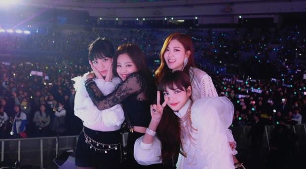 Tưởng JYP chịu đầu tư cho gà nhà ai ngờ vẫn keo: ITZY tại MAMA 2019 mặc lại đồ giống Rosé (BLACKPINK) từ SBS Gayo Daejun... 2 năm về trước! - Ảnh 5.