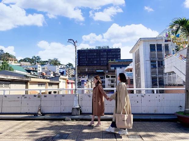 Dân mạng nhức mắt vì góc check-in nổi tiếng ở chợ Đà Lạt bị phá hoại, chằng chịt hình graffiti trên tường - Ảnh 11.