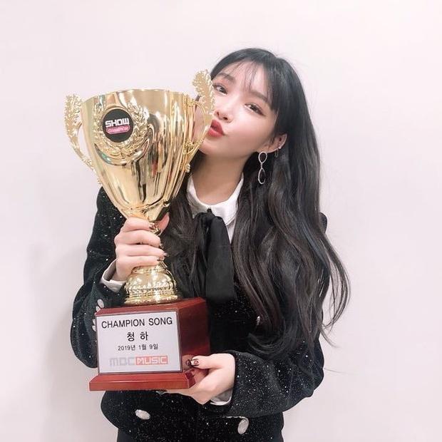 Chỉ hơn 2 năm debut solo đã bỏ túi loạt thành tích đáng tự hào, danh hiệu nữ hoàng Kpop thế hệ mới không ai xứng đáng hơn Chungha! - Ảnh 15.