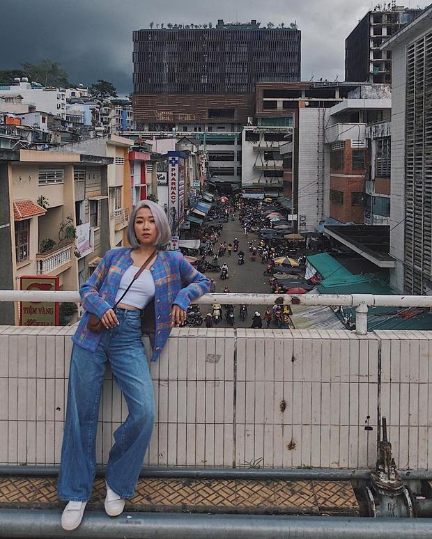 Dân mạng nhức mắt vì góc check-in nổi tiếng ở chợ Đà Lạt bị phá hoại, chằng chịt hình graffiti trên tường - Ảnh 10.