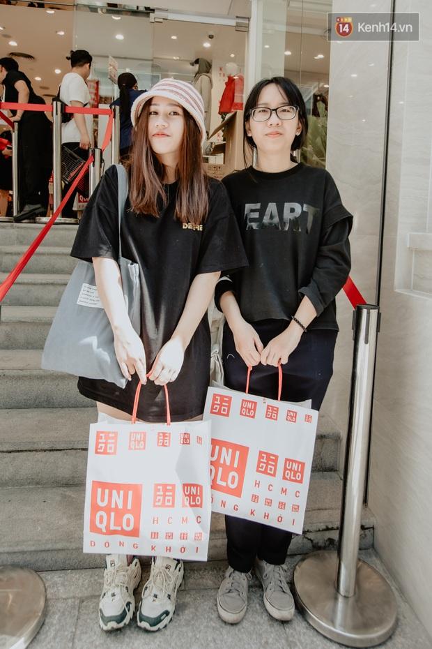Các tín đồ Sài thành shopping tại UNIQLO sáng nay: Bill vài ba triệu là bình thường, khen nức nở nhưng vẫn có góp ý cho thương hiệu Nhật - Ảnh 9.