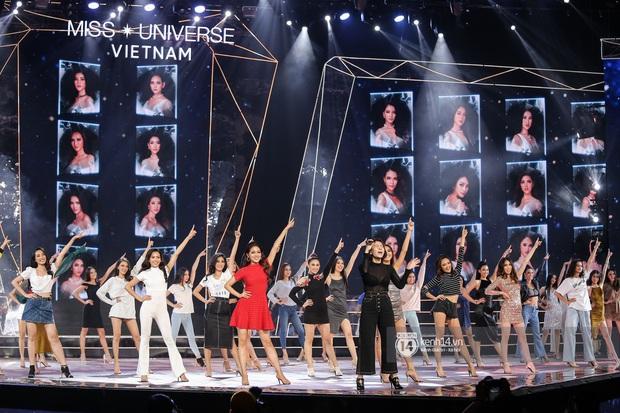 Thu Minh, Trọng Hiếu diễn cực sung, cùng HHen Niê và dàn thí sinh tổng duyệt trước giờ G chung kết Hoa hậu Hoàn vũ - Ảnh 10.