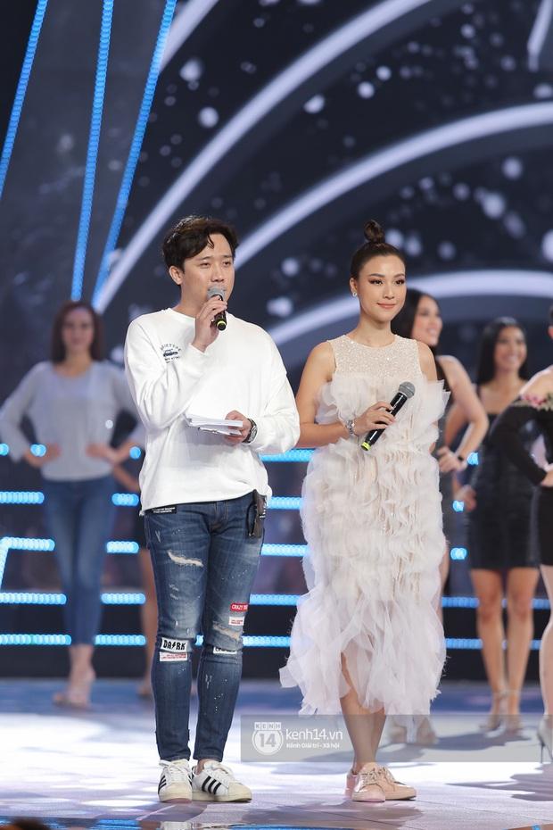 Thu Minh, Trọng Hiếu diễn cực sung, cùng HHen Niê và dàn thí sinh tổng duyệt trước giờ G chung kết Hoa hậu Hoàn vũ - Ảnh 19.