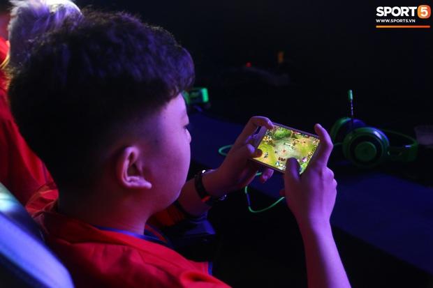 Mocha ZD Esports (Liên Quân mobile) khốn khổ vì BTC khi đến kiểm tra thiết bị trước ngày tranh tài tại SEA Games 30 - Ảnh 9.