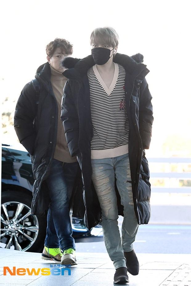 Dàn sao Hàn gây náo loạn sân bay: Jaejoong và Lee Da Hae cực nổi, nhưng nam thần hiện tượng Rowoon mới là tâm điểm - Ảnh 1.