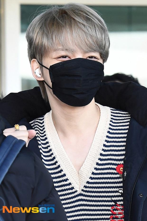 Dàn sao Hàn gây náo loạn sân bay: Jaejoong và Lee Da Hae cực nổi, nhưng nam thần hiện tượng Rowoon mới là tâm điểm - Ảnh 3.