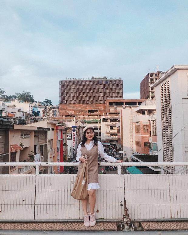 Dân mạng nhức mắt vì góc check-in nổi tiếng ở chợ Đà Lạt bị phá hoại, chằng chịt hình graffiti trên tường - Ảnh 9.