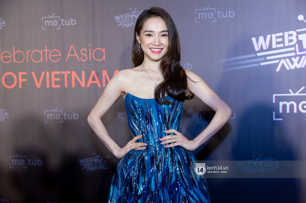 Thảm đỏ WebTVAsia Awards 2019: Nhã Phương, Chi Pu đồng loạt khoe vai thon gợi cảm, cùng dàn nghệ sĩ châu Á tự tin khoe sắc - Ảnh 2.