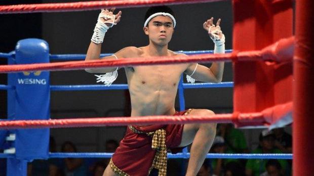 Cầu thủ Indonesia giành HCĐ võ Muay Thai SEA Games 30 rồi bày tỏ mong muốn trở lại bóng đá, fan kêu gọi anh chàng tôn trọng hàm răng của đồng nghiệp - Ảnh 1.