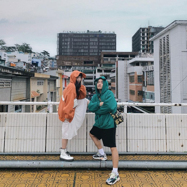 Dân mạng nhức mắt vì góc check-in nổi tiếng ở chợ Đà Lạt bị phá hoại, chằng chịt hình graffiti trên tường - Ảnh 8.