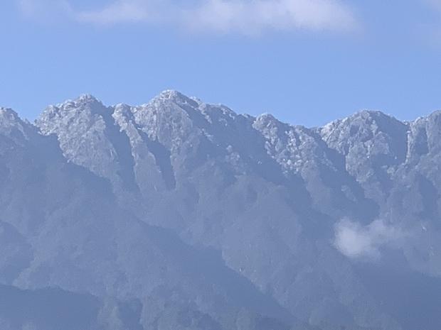Fansipan hóa núi tuyết, cây cỏ đông cứng trong âm 8 độ - Ảnh 1.