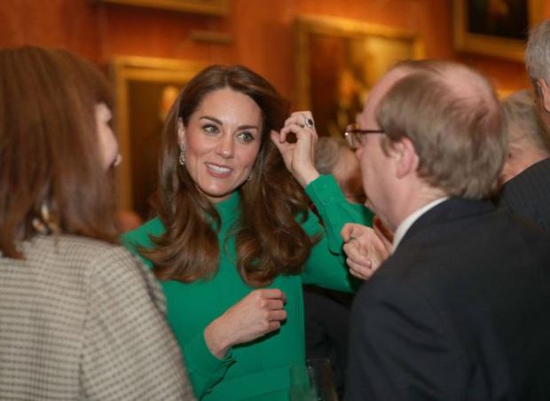Không phải nữ nhân Hoàng gia nào cũng được dùng chung trang sức với Nữ hoàng Anh, nhưng cháu dâu Kate Middleton thì có - Ảnh 2.