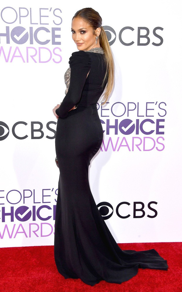 Một chiếc váy hai thái cực: Lee Young Ae nền nã, J.Lo thì không giấu nổi vẻ sexy bức người dù mặc khá kín đáo - Ảnh 3.