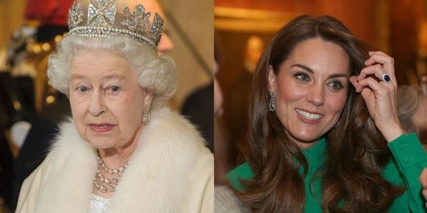 Không phải nữ nhân Hoàng gia nào cũng được dùng chung trang sức với Nữ hoàng Anh, nhưng cháu dâu Kate Middleton thì có - Ảnh 3.
