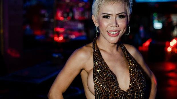 Góc khuất của cuộc đời người chuyển giới Thái Lan: Xã hội chấp nhận nhưng gia đình chối bỏ, ước mơ làm giáo viên quá xa xôi - Ảnh 3.