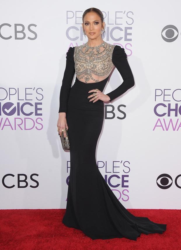 Một chiếc váy hai thái cực: Lee Young Ae nền nã, J.Lo thì không giấu nổi vẻ sexy bức người dù mặc khá kín đáo - Ảnh 4.