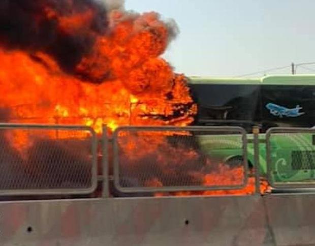 Xe giường nằm cháy dữ dội khi đang chạy, Quốc lộ 1A ách tắc nhiều giờ - Ảnh 6.