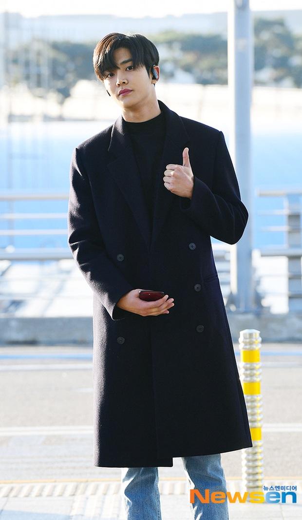 Dàn sao Hàn gây náo loạn sân bay: Jaejoong và Lee Da Hae cực nổi, nhưng nam thần hiện tượng Rowoon mới là tâm điểm - Ảnh 8.