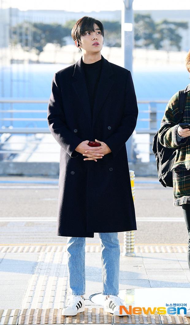 Dàn sao Hàn gây náo loạn sân bay: Jaejoong và Lee Da Hae cực nổi, nhưng nam thần hiện tượng Rowoon mới là tâm điểm - Ảnh 7.