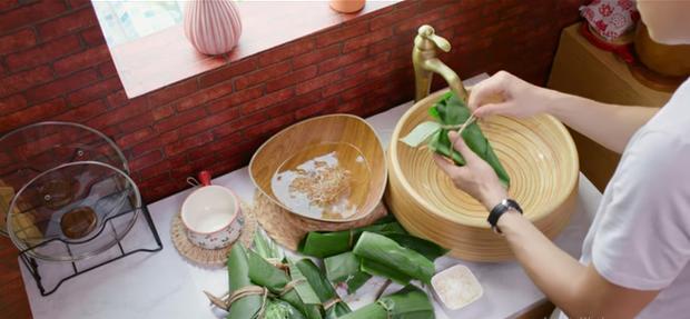 Nấu nướng chuyên nghiệp như Quốc Trường vẫn dính phốt rửa rau không sạch ở Vào Bếp Đi Con tập 4 - Ảnh 1.