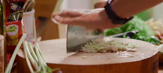 Nấu nướng chuyên nghiệp như Quốc Trường vẫn dính phốt rửa rau không sạch ở Vào Bếp Đi Con tập 4 - Ảnh 3.
