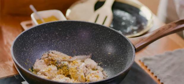 Nấu nướng chuyên nghiệp như Quốc Trường vẫn dính phốt rửa rau không sạch ở Vào Bếp Đi Con tập 4 - Ảnh 4.