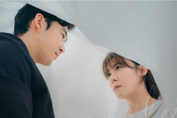 8 phim nhất định phải xem nếu trót mê Hoàng Hậu Ki Ha Ji Won: Từ đả nữ đến gái ngành chị đại không ngán vai nào! - Ảnh 18.