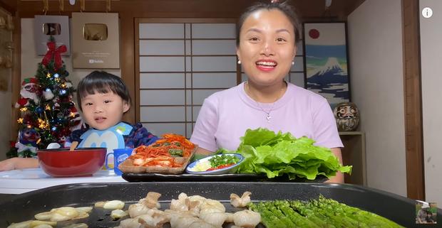 Vừa về lại Nhật Bản đã ra vlog ăn uống, Youtuber chăm chỉ nhất hệ mặt trời đích thị là Quỳnh Trần JP rồi! - Ảnh 1.