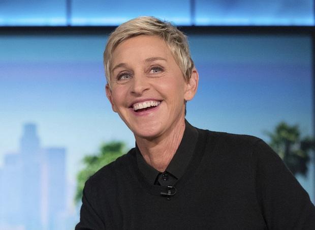 """Được fan hâm mộ gửi tặng bánh kem lấy cảm hứng từ Frozen 2, """"bà hoàng truyền hình"""" Ellen Show tá hỏa: Elsa và Olaf đây ư? - Ảnh 1."""