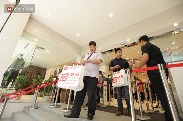 UNIQLO Đồng Khởi chính thức mở cửa, khách trung niên mua ác nhất - Ảnh 14.