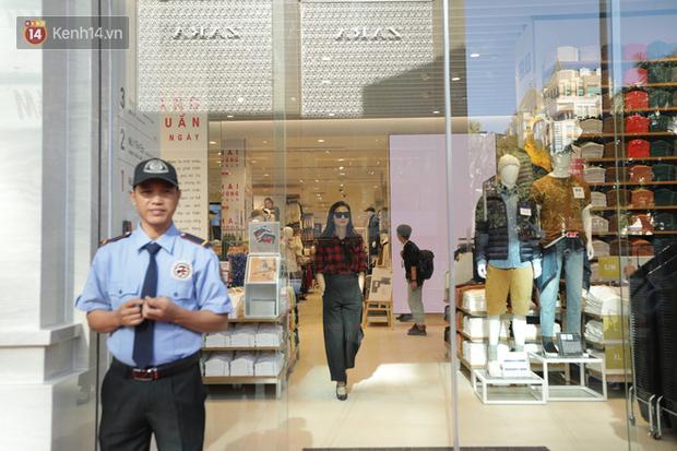 UNIQLO Đồng Khởi chính thức mở cửa, khách trung niên mua ác nhất - Ảnh 6.