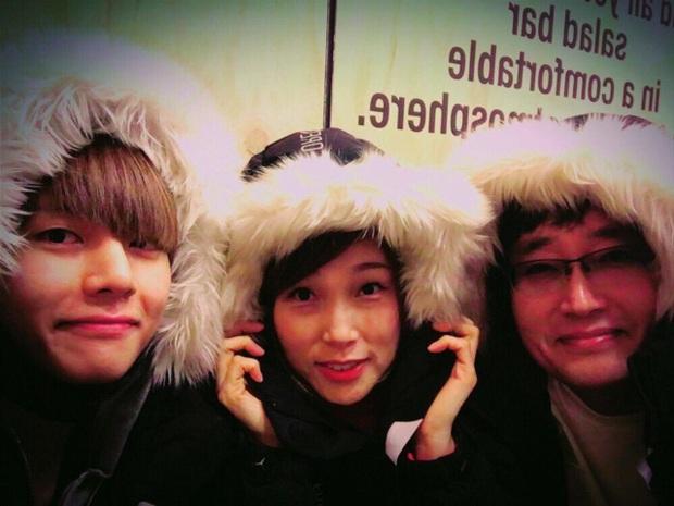 Choáng với bố mẹ của ông hoàng toàn cầu BTS: Ai cũng đẹp xuất sắc, mẹ Jin đi thi Hoa hậu, bố là CEO - Ảnh 13.