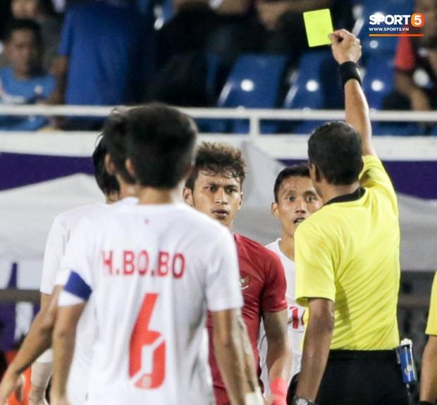 Tặng ngôi sao sáng giá nhất của Indonesia một cước vào mông, cầu thủ Myanmar nhận ngay hình phạt thích đáng - Ảnh 3.