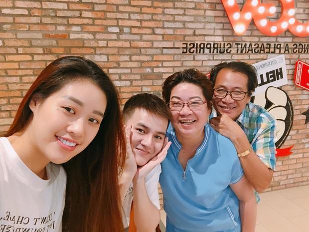 Hoa hậu hoàn vũ 2019 Khánh Vân có em trai siêu bảnh, chiếc mũi còn cực phẩm hơn cả chị gái - Ảnh 3.