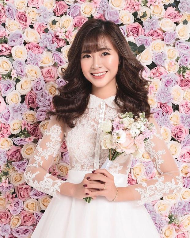 Vợ tương lai của Phan Văn Đức chính thức khoe ảnh cưới: Cô dâu xinh đẹp tuyệt đối thế này bảo sao chú rể không cưới vội - Ảnh 1.