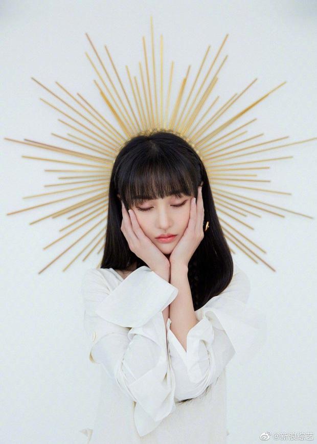 Trịnh Sảng đẹp đến nghẹt thở với bộ ảnh hoá thân thành nữ thần mặt trời, thần thái ngày càng xuất sắc và đẳng cấp - Ảnh 1.