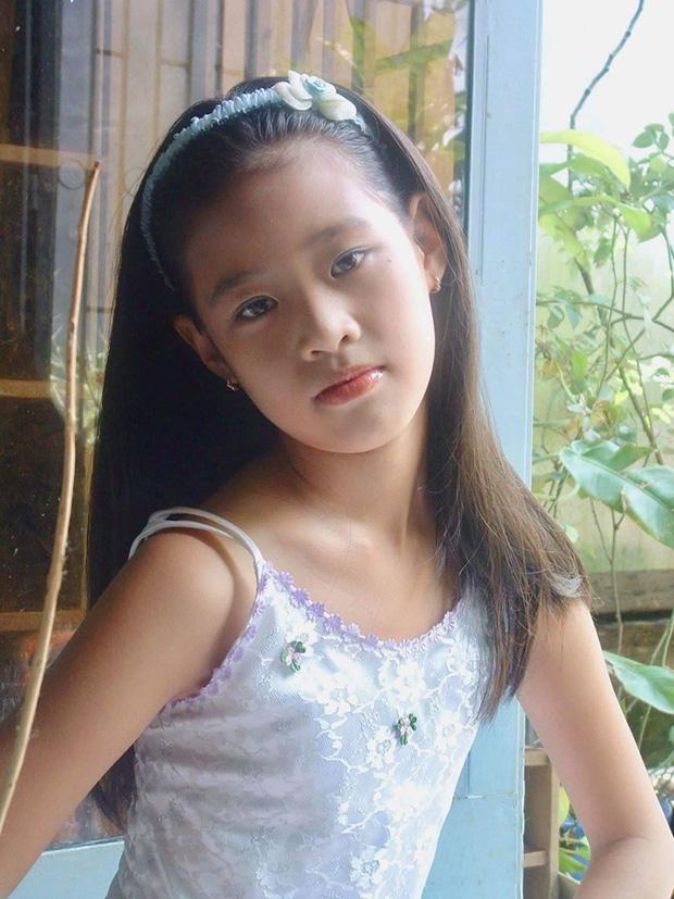 Lộ loạt ảnh hiếm thời đi học của Hoa hậu Hoàn vũ Khánh Vân: Hoa khôi áo dài 6 năm trước, gương mặt nhìn phát là yêu - Ảnh 1.
