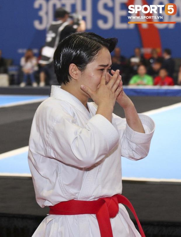 Võ sĩ Karatedo Việt Nam bật khóc trên bục nhận giải: Ấm ức không phục phán quyết cảm tính của tổ trọng tài - Ảnh 2.