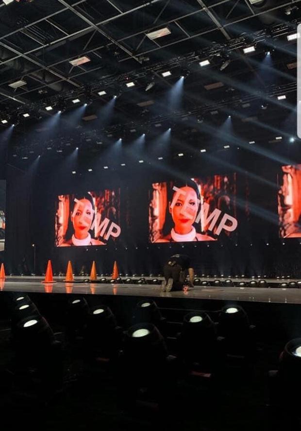 Hé lộ sân khấu bán kết Miss Universe 2019: Gây thất vọng vì đường catwalk hẹp, kém hoành tráng - Ảnh 2.