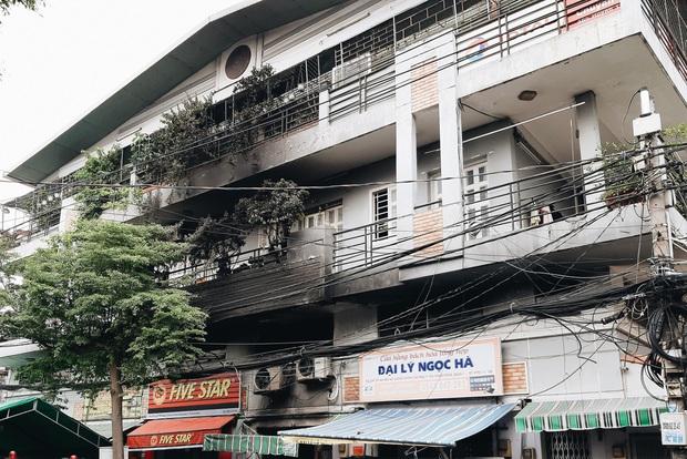 Người cha đứng lặng người trước hiện trường ngôi nhà cháy ở Sài Gòn khi biết 2 con gái và cháu 1 tuổi tử vong - Ảnh 13.